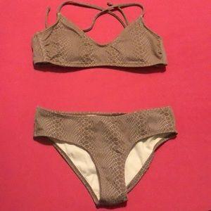 NWT Hula Honey bikini 👙 two pieces Sz M super cute straps in the back
